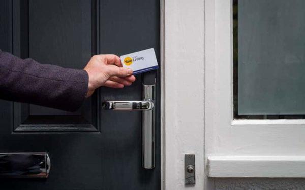 قفل کارتی در درب هتل ها