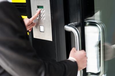 قفل درب الکترونیکی ایمن است؟